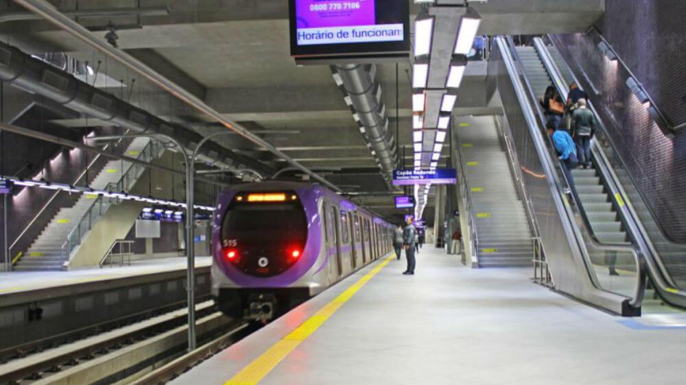 Próximo a 2 linhas do metrô